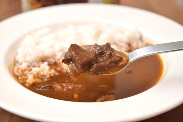 野菜はソースに溶け込んでいて、具材は肉のみ。ビーフがしっかりと入っていて、リッチなボリューム感です