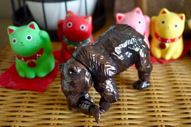普段は木彫りの熊として飾っておけば、家族にも怪しまれません!