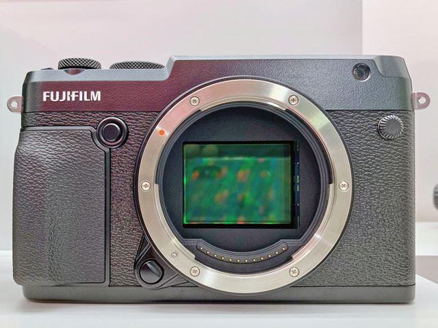「GFX 50R」は中判ミラーレスカメラの普及機となるか!?