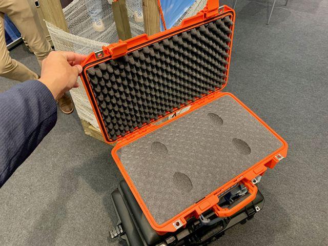 ゴムパッキンを備えた完全防水仕様。気圧の変化によりフタが開きにくくなるように予防する調整弁付き