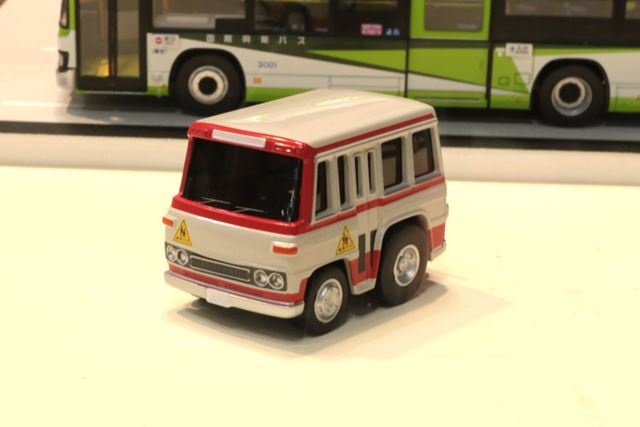 同じく日産シビリアンの幼稚園バス仕様。塗装と「幼児バス」のマークがなつかしい。価格は2,000円(税別)