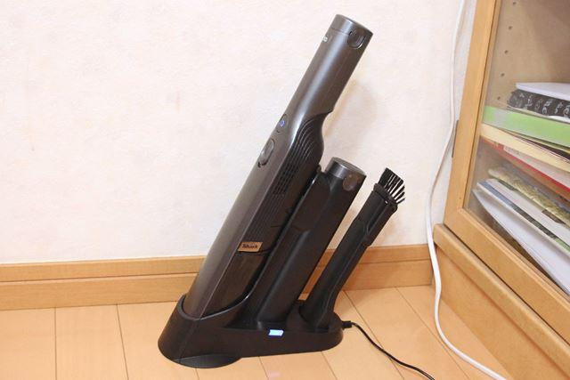EVOPOWERは本体がスリムで、充電ドックもスッキリしているため、リビングの隅に常駐できます