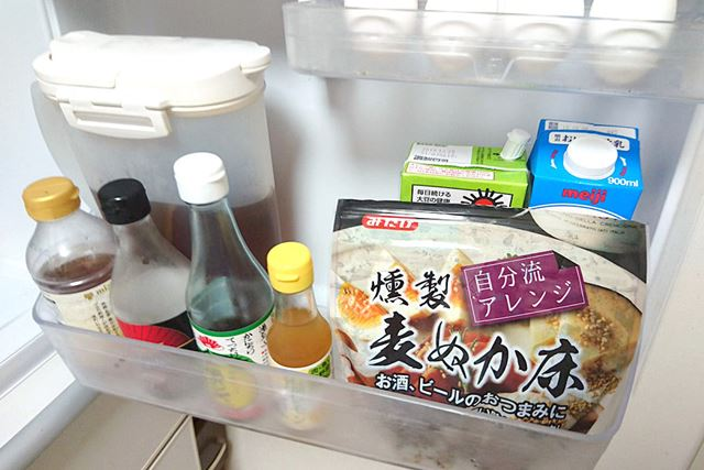 冷蔵庫にイン。ドアポケットに入れておくと目に付きやすいので、漬けていることを忘れなくて便利