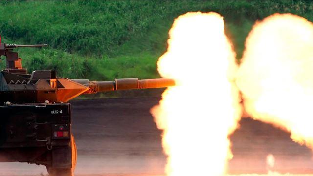 16式機動戦闘車、通称MCVの105mm砲で炎が上がった瞬間を動画から切り出した