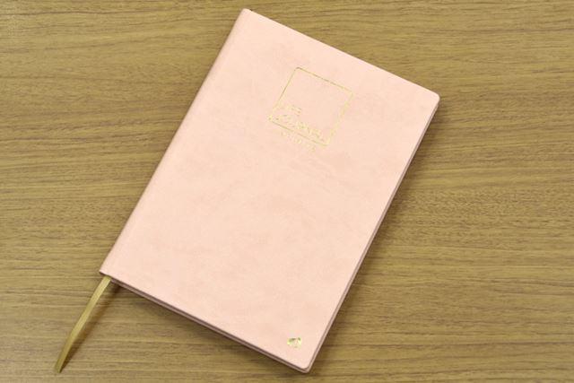 「ライフジャーナル インフィニット」のA5サイズ。表紙はやや厚めでソフトです