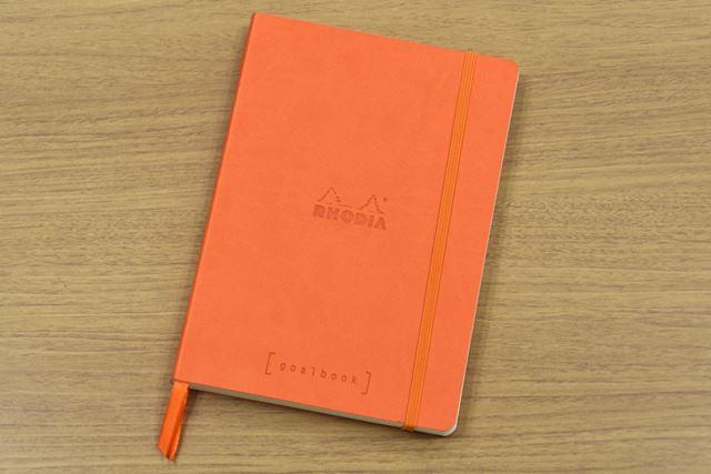 「ゴールブック A5」は、表紙にイタリア製合皮を使用した12色展開