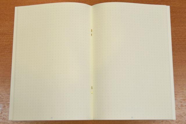ノートの中身は、ドット方眼ページのみ