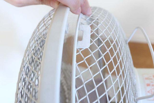 網はかみ合わせている部分をずらしてパカッと外します。特別な工具は必要ありません