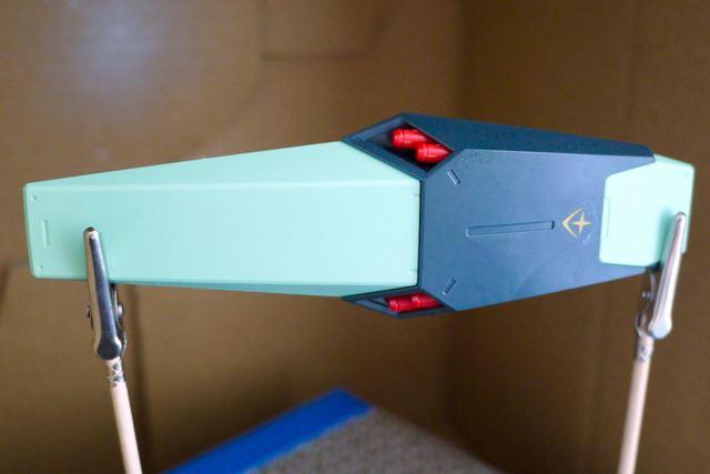 「MG ジェガン」のシールドをシルバーに塗装してみます