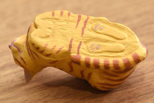 「ねこ」フィギュアは、足裏の肉球まで再現
