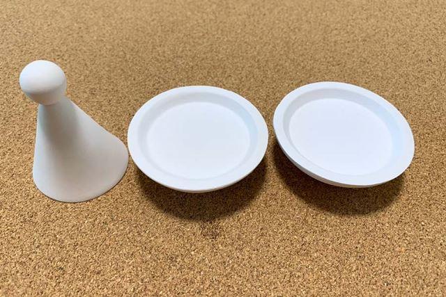 中身はお皿が2枚と、盛り塩用の型が1つ
