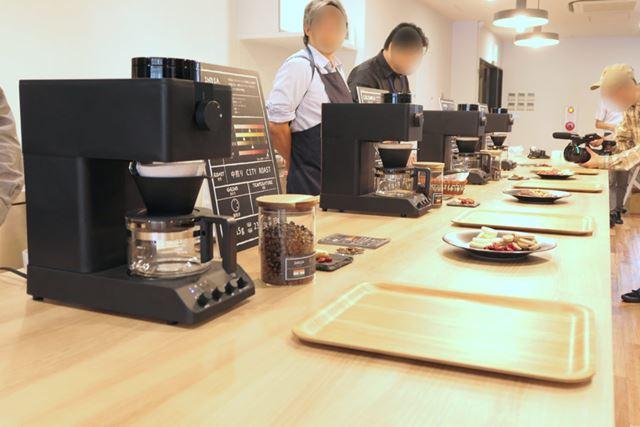 ずらっとコーヒーメーカーが並びます。まるで喫茶店みたい!