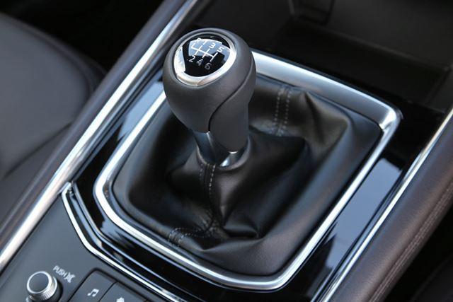 今回の改良で、マツダ「CX-5」のクリーンディーゼル搭載モデルに追加された「6速MT」。