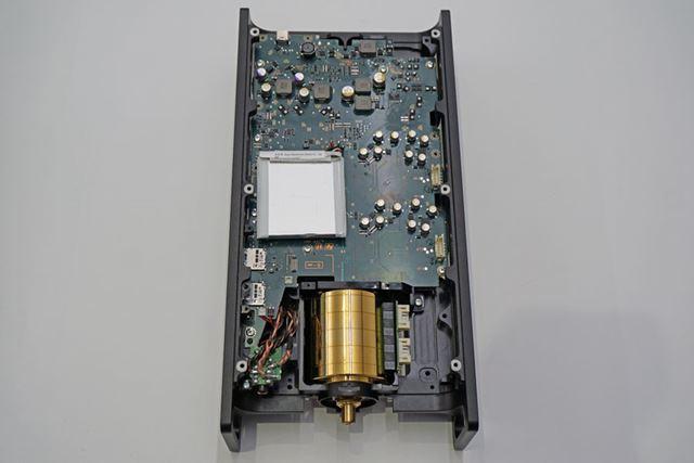 本体上部にはデジタル系のメイン基板を配置