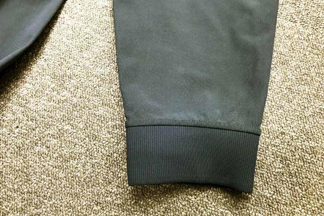 パンツの裾にはジャージー素材のリブを採用。ランニング中にバタつくことがなかった