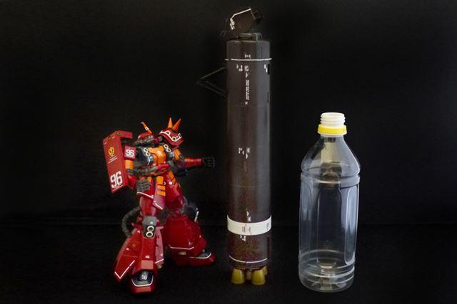 大型のロケットブースターの大きさは全長28cm。500mlのペットボトルより大きいです