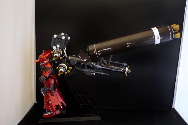 ここに大型ロケットブースターを接続。下段だけだと、やや不安定です