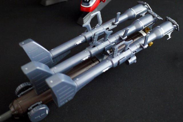 上段のロケットブースターにジャイアント・バズ3本を装備して