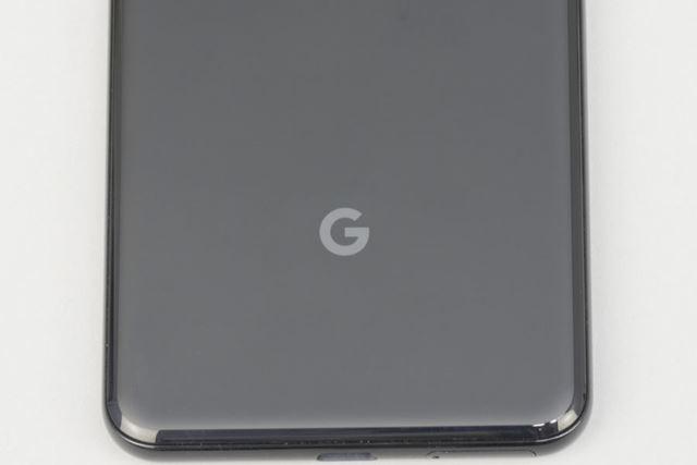 背面下部には「G」のロゴ