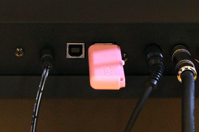 USBメモリー内の音源とあわせて演奏をミックスすることも