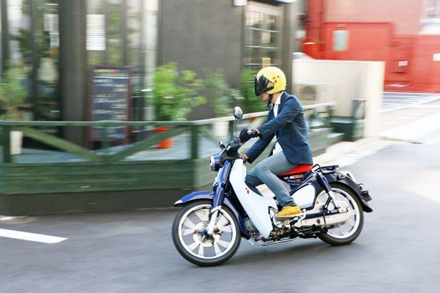 街中の曲がり角すら楽しいハンドリングはそのままに、安定感が加わった走りは圧巻
