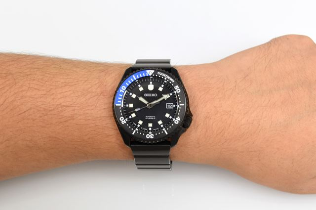 「seiko wena wrist pro Mechanical head」の「Premium Black」の装着イメージ