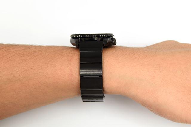 ヘッド部の厚みは、13.1mm。重量はヘッド部単体で75g、「wena wrist pro」と合わせると160g