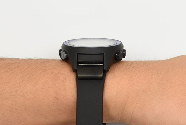 ヘッド部の厚みは、12.5mm。重量はヘッド部単体で40g、「wena wrist active」と合わせると80.9g