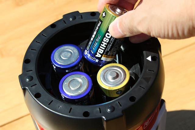 LEDランタンは乾電池やバッテリーを使用します