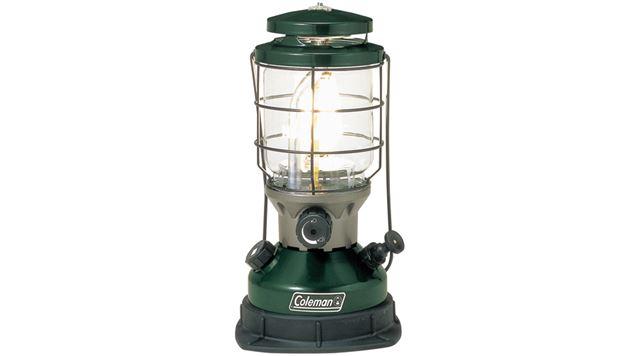 ガソリンランタンで、明るさは230W相当。サイズは約17.3(直径)×34.3(高さ)cm、重量は約1.8kg