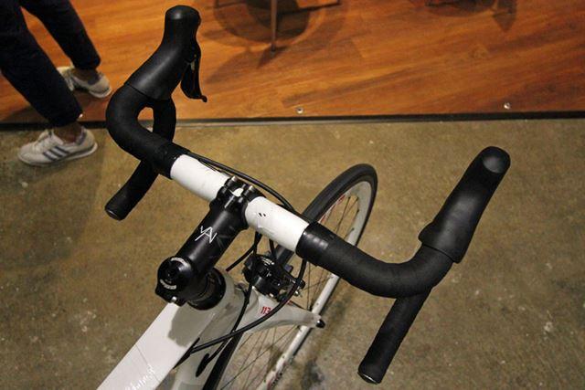 ロードバイクの特徴のひとつである、ドロップハンドル