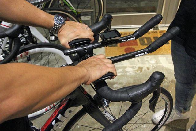 ハンドル上部(上ハン)は、上り坂やリラックスした体勢で走りたい時に使用する