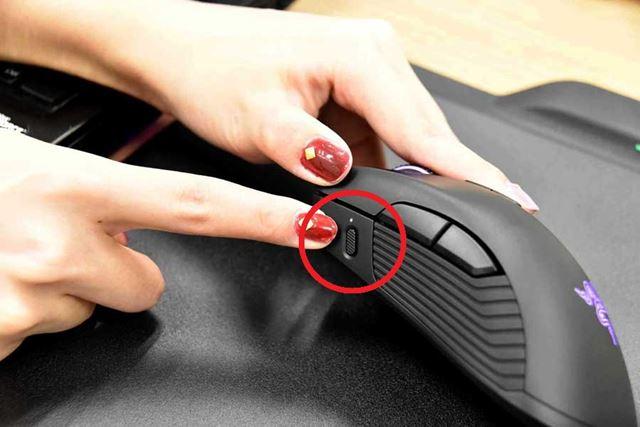 左サイドには、内蔵プロファイルの切り替えボタンを装備する