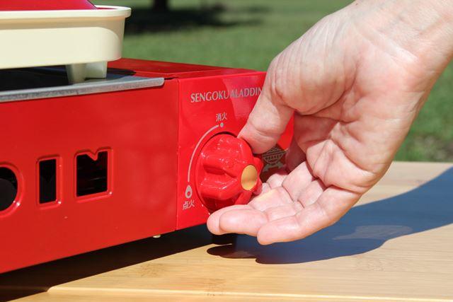 フタをして炊く際に火力を調整。つまみを回すだけですが、火力の目盛りはないので炎を目視して調整します
