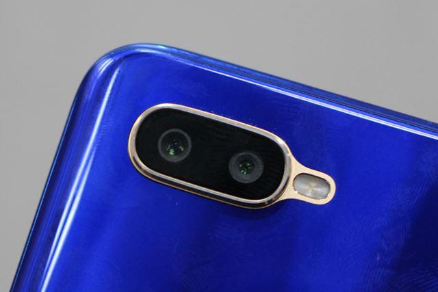 メインカメラはデュアルカメラ仕様、約1600万画素と約200万画素の組み合わせ