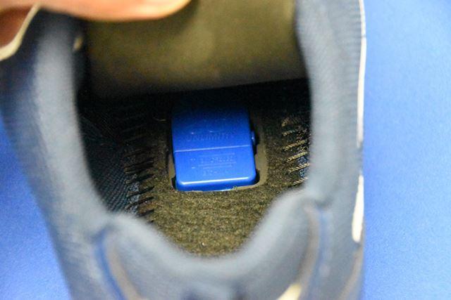 約4cmの「センサーユニット」は、本体のインソールに内蔵されている