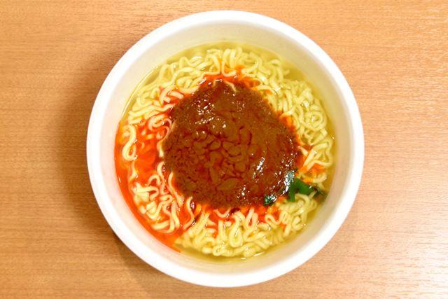 液体スープを入れた後の姿。まるで、スパゲティミートソースのような姿