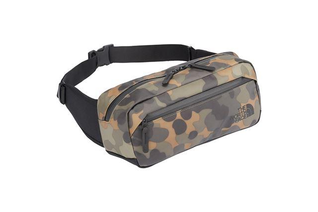 シンプルなスクエア型のウエストバッグ。成型背面パネルを採用し、使用時はしっかりと身体にフィットする
