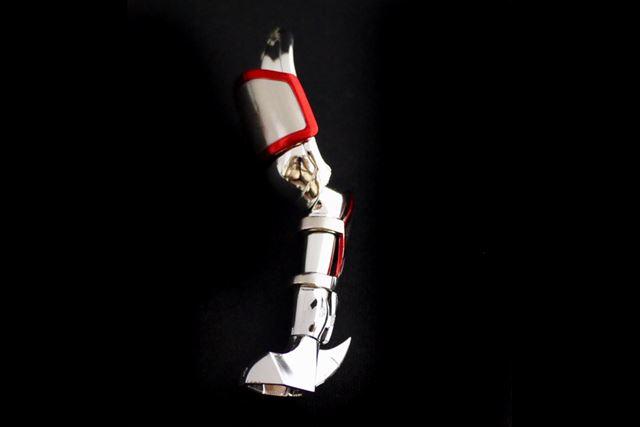 同様に、後ろ脚には腕部分のアーマーパーツを装着していきます