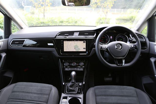 フォルクスワーゲン「ゴルフトゥーラン TDI」は視界がよく、ミニバンながら運転がしやすい
