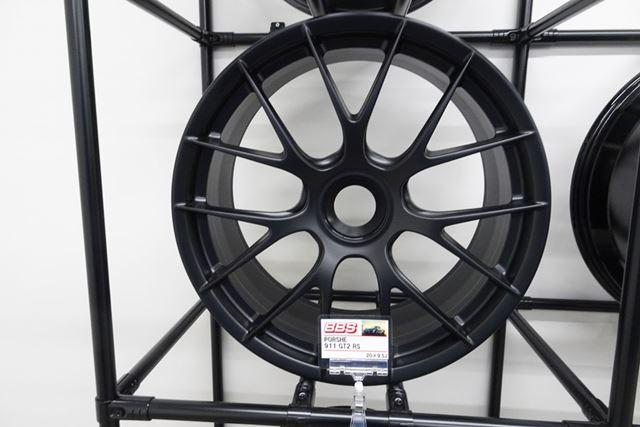 ポルシェ911GT2 RSなど、世界トップクラスの性能を誇るスポーツカーにも標準装着されるBBS鍛造ホイール