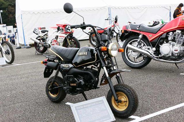 49ccの空冷2ストロークエンジンを搭載した「POCKE」。写真はミッドナイトスペシャルと呼ばれる限定モデルだ