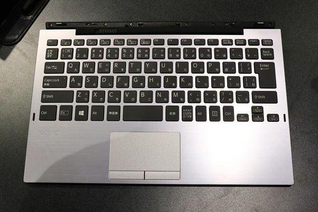 同社の13型クラスのノートパソコンと同じ仕様のキーボードを備えるキーボードユニット