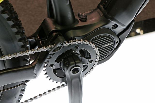 コンパクトで高性能なシマノ製のeBike専用ユニット「STEPS E8080」を搭載