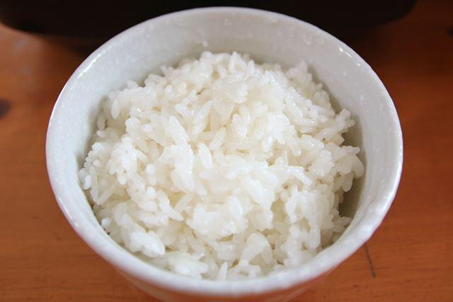 [南部鉄器」で炊いたごはんはやわらかめでもちもち。甘さは軽めで、さっぱりした味わいです