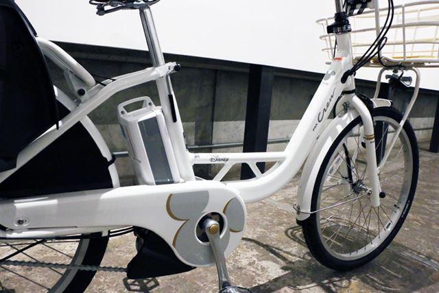 前側が長いフレーム設計なので、足が長めの人でもラクなライディングポジションで乗ることができる