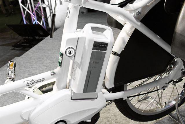 バッテリー容量は25.5V/12.3Ahで、バッテリー残量ゼロの状態から満充電まで約3.5時間かかる