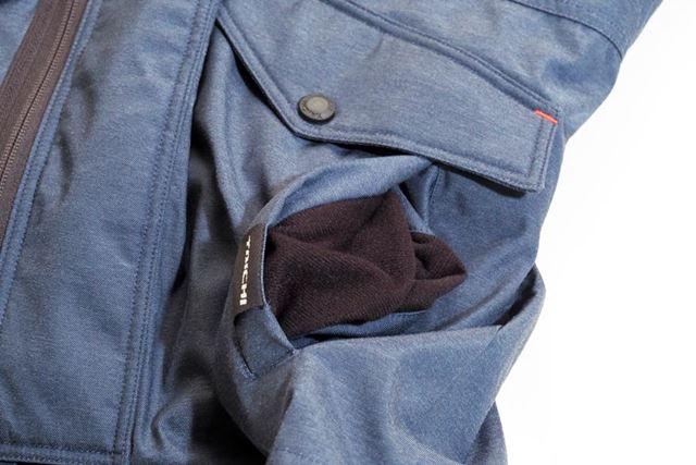 ポケットの内側が起毛素材となっているので、手をつっこめばあたたか!