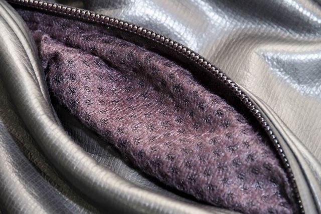 手を入れたりするポケットの内側には起毛素材を採用
