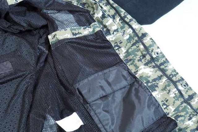 ジャケットの内側にあるポケットは片方が防水仕様となっている